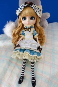 Pullip Classical Alice with all of her accessories.