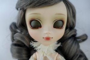 Pullip Galene's dark green eyechips.