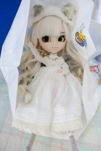 Pullip Nana-chan was released in 2014. Like all kitties she loves shopping bags!