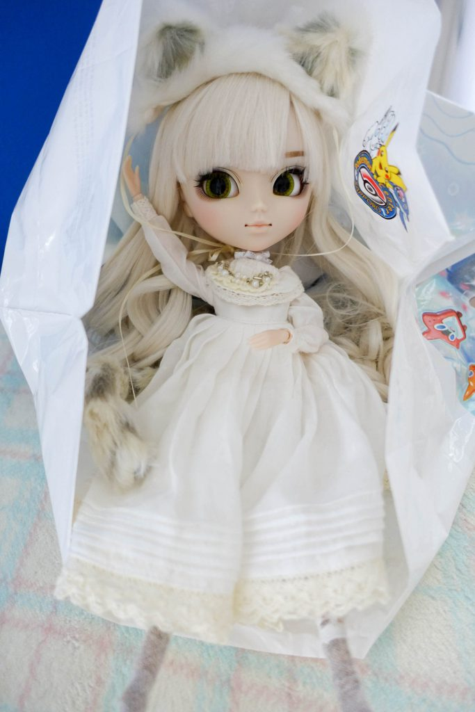 Pullip Nana-chan was released in 2014. Like all kitties she loves shopping bags!