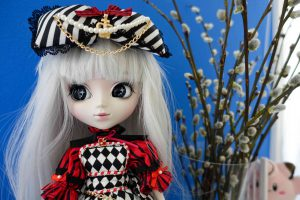 Optical Alice can finally wear her head bow!