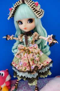 Alice du Jardin in her outfit!