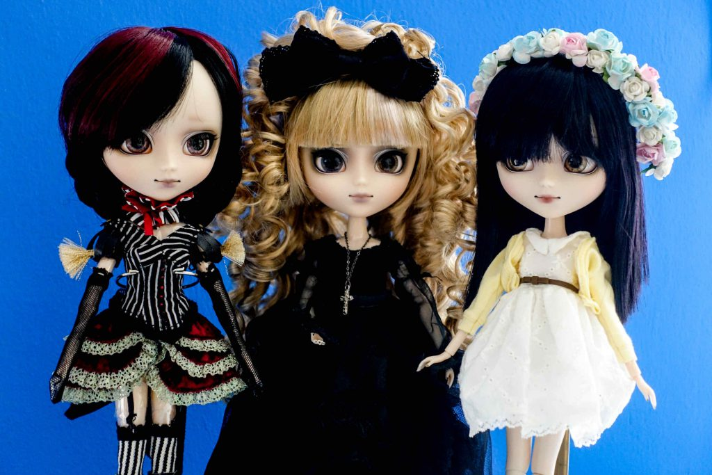 My three girls are united and look so pretty next to each other: Pullip Laura (2015), Seila (2012) and Alura (2015)!