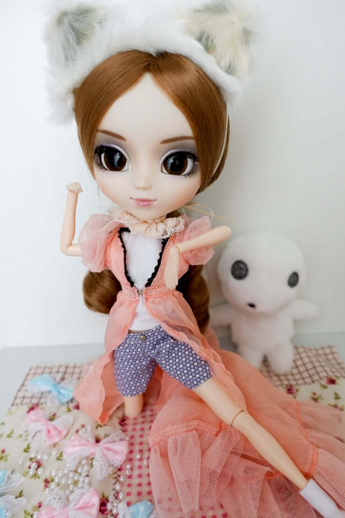 Pullip dressed as a cat in a mess