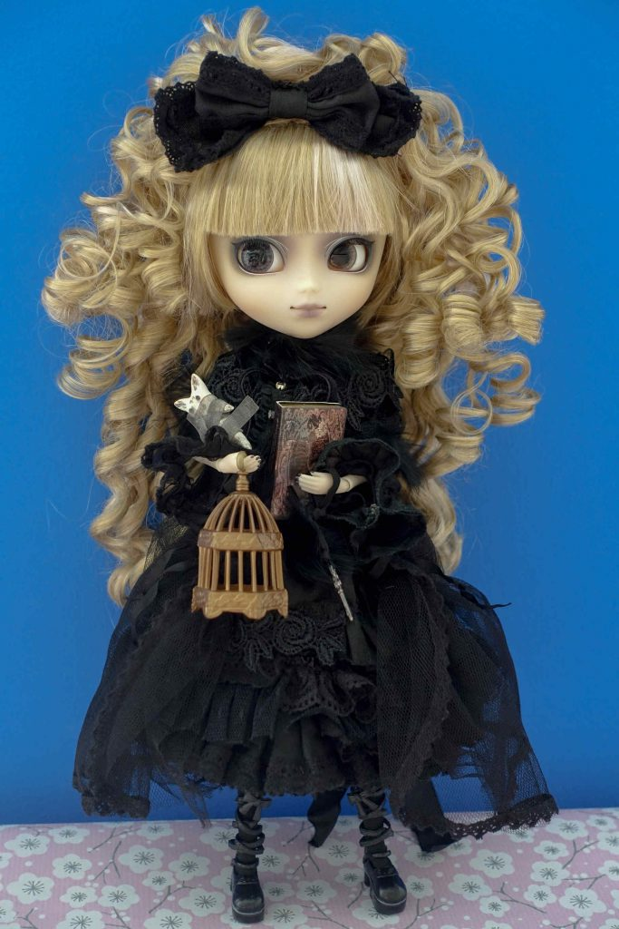 Pullip Seila was released in 2012 and embodies the perfect vision of a gothic lolita!