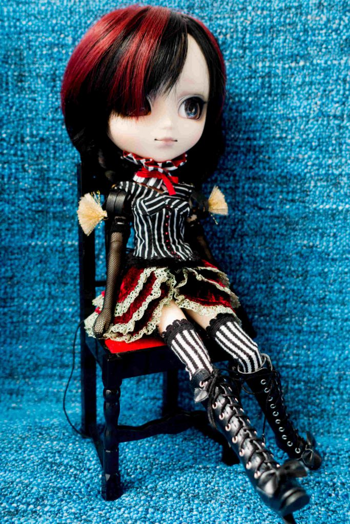 Pullip Laura on a chair, which came with Pullip Myra!