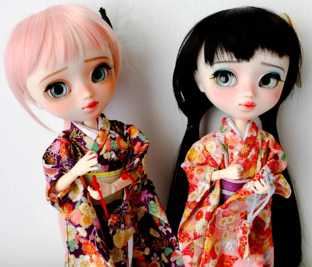 My munchkins Ruri and Mayu from Poison Girl Dolls in Azone kimonos!
