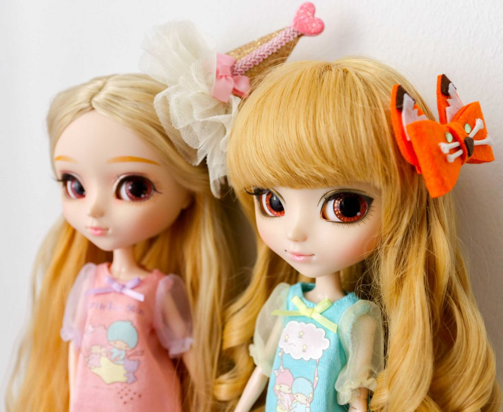 Bee and Ki-chan in Junie Moon Dollywear.