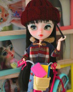Mayu going book shopping with her Barbie bike!