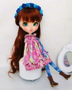 Suzume wearing her birdy dress!