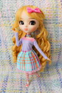 Bonnie in a pretty and colourful outfit.