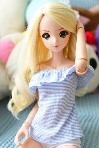 Mei's long blonde locks!